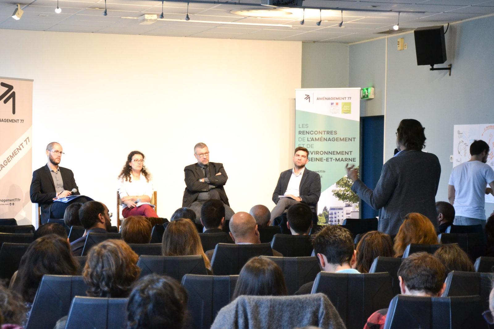 1ère table ronde : François CORRE (Aménagement 77), Virginie ANDIAS (DDT 77), Christophe PARISOT (Seine-et-Marne Environnement), Alexandre MAIKOVSKY (EPA Sénart)